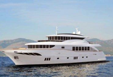 Du thuyền triệu đô đậu đầy bến nhà giàu Việt